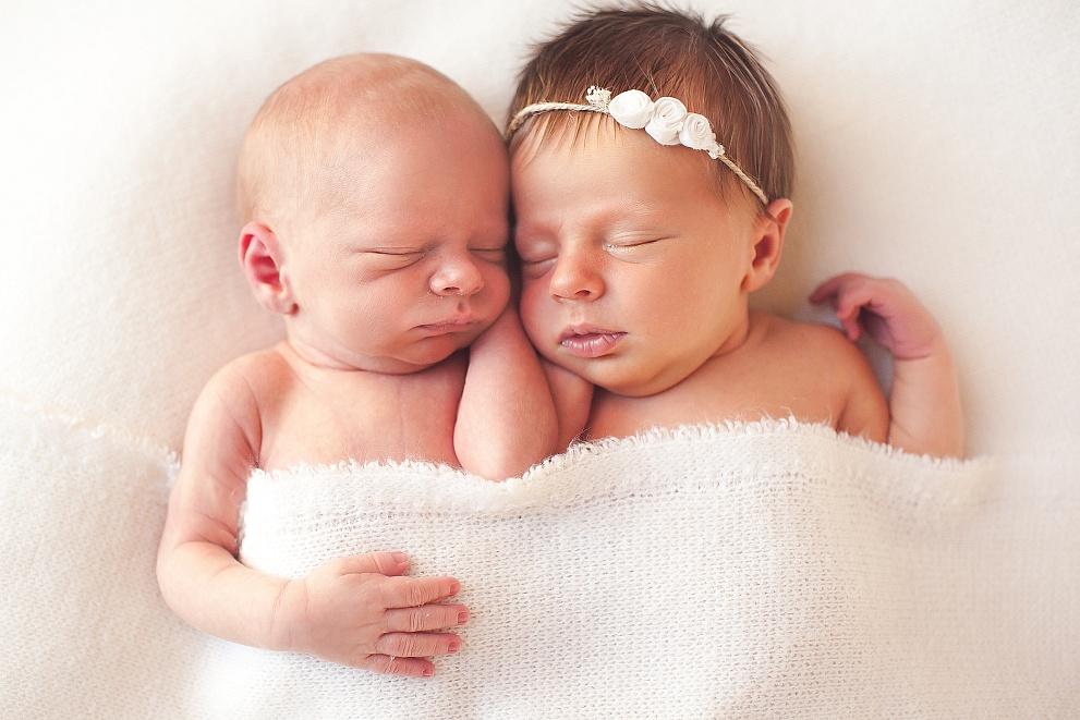 twins twin newborn baby photographer milwaukee wisconsin